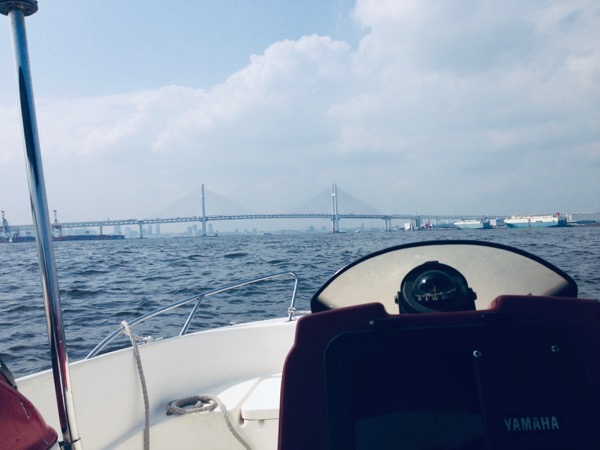 モータボートからみるベイブリッジ
