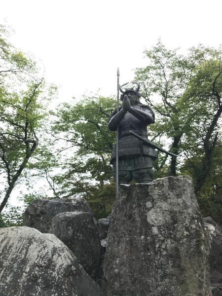 山中鹿介の像