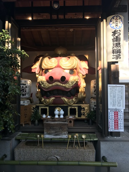 波除稲荷神社のお歯黒獅子
